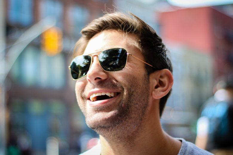 『人は話し方が9割』コミュニケーションで悩んだ時に読む本:笑い